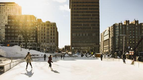 Skating rink in the business center of Quebec