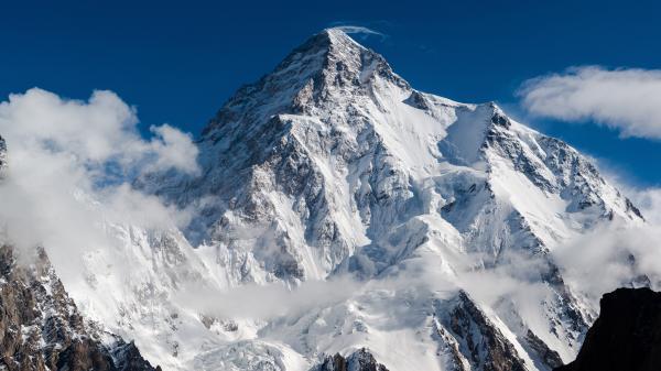 Première ascension hivernale du K2 : «C'est un exploit considérable», explique l'alpiniste Éric Loizeau