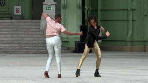"""Onze heures de danse sans interruption, le chorégraphe Boris Charmatz offre une dernière """"Ronde"""" au Grand Palais"""