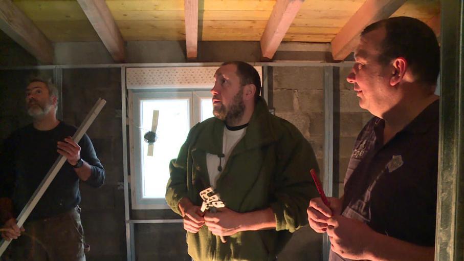 Après un appel sur les réseaux sociaux, des bénévoles aident une famille du Tarn en difficulté à rénover sa maison