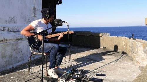 Image de couverture - Kwoon, le guitariste qui transporte sa musique planante aux quatre coins du monde