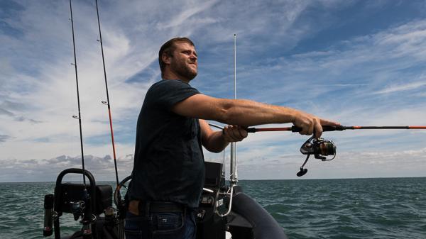 À la Rochelle, le pêcheur en mer et chef 3 étoiles Christopher Coutanceau commence à trouver le temps long. Mais il continue de cuisiner pour de la vente à emporter.