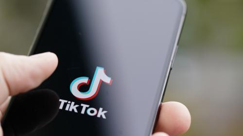 Italie : une enfant de 10 ans est morte asphyxiée alors qu'elle participait à un défi sur TikTok