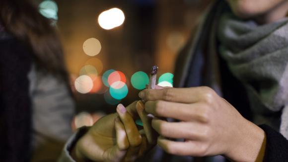 """Laconsultation citoyenne sur le cannabis dit \""""récréatif\"""" vient d\'être lancée.130 000 personnes ont répondu à ce questionnaire en 72 heures."""