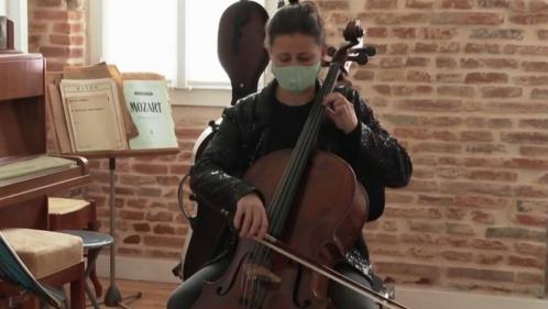 Culture : des concerts à domicile pour pallier la fermeture des salles