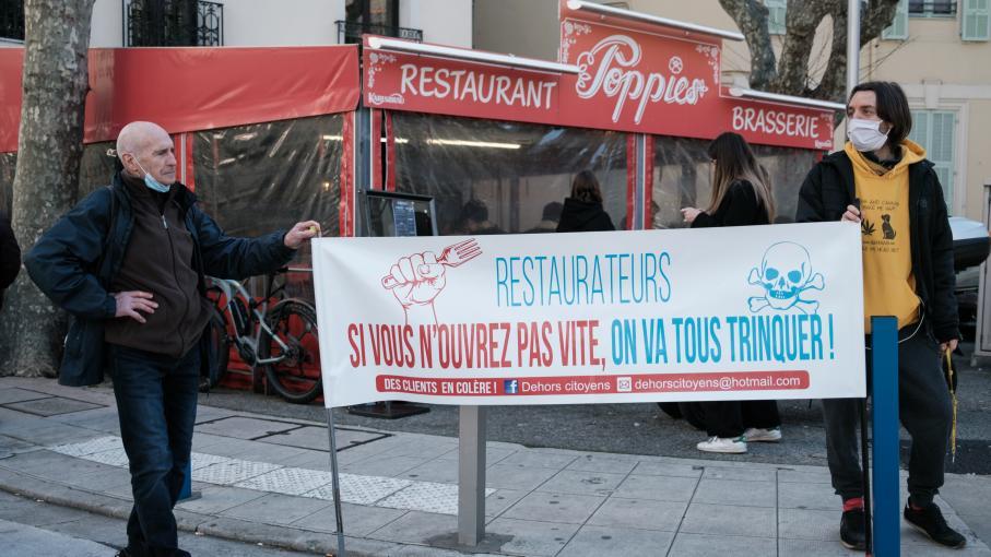 Coronavirus : les restaurateurs ouvrent malgré l'interdiction du gouvernement