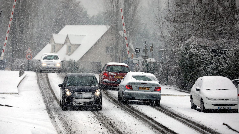 DIRECT. Neige et verglas : le ramassage scolaire suspendu dans plusieurs départements d'Ile-de-France - Franceinfo