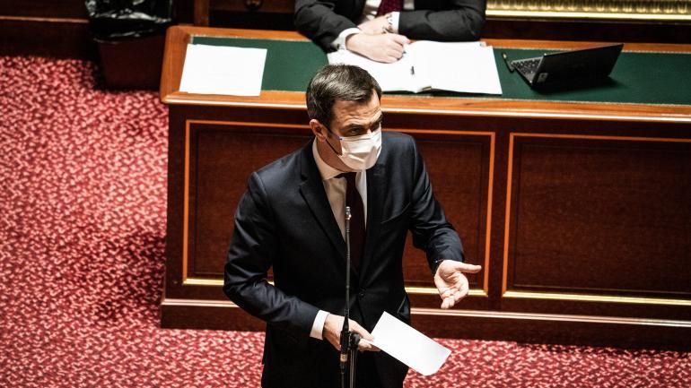 Olivier Véran, ministre de la Santé, prend la parole le 10 février 2021 lors de la séance publique de questions d\'actualité au gouvernement au Sénat.