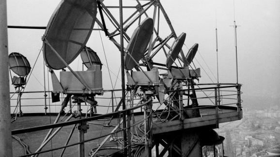 Hertzian TV-Elemente auf dem Eiffelturm, Paris, 16. März 1964. & nbsp;