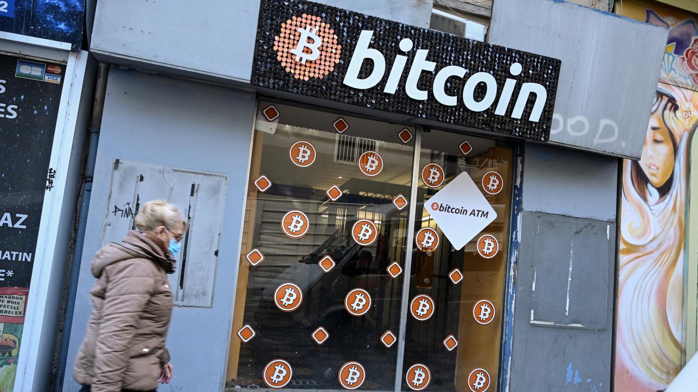 Bitcoin : une monnaie virtuelle qui vaut de l'or - Franceinfo