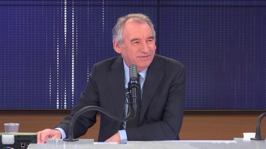 """VIDEO. Covid-19 : """"On a eu une guerre, il faut en assumer les charges"""", assure François Bayrou"""
