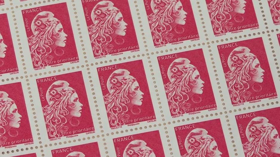 La Poste : le timbre rouge va-t-il bientôt disparaître ? - Franceinfo