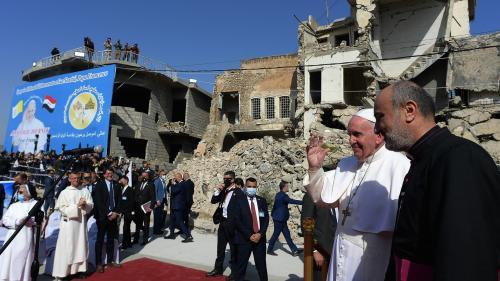 VIDEO. Le pape François conclut sa visite historique en Irak devant des milliers de fidèles
