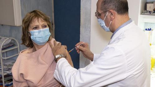 Vaccins contre le Covid-19 : les médecins généralistes privés de commandes pendant une semaine