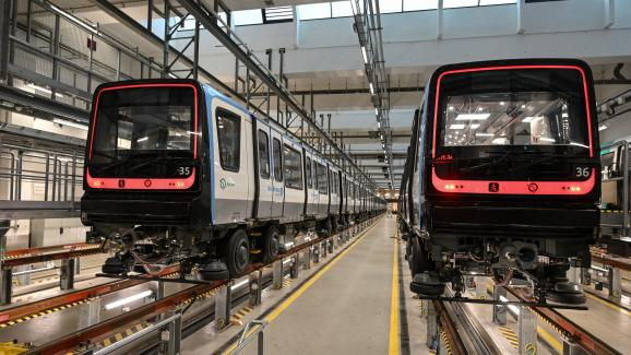 Alstom's MP14 metros (autonomous), were put into commercial service here on December 14, 2020, on the extension of Line 14, a few days before their inauguration.  This metro now serves the full line 14 from Olympiads station to Mary's Day St.  Oion Station.