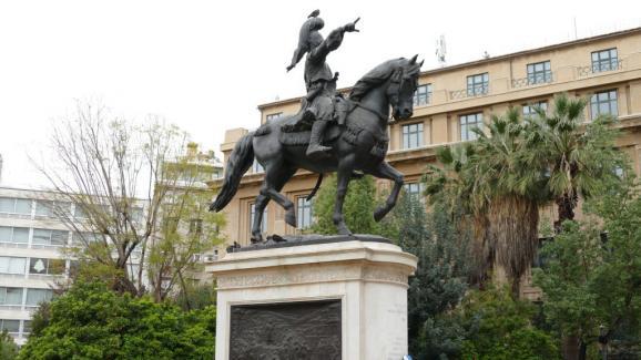 """Άγαλμα του Έλληνα στρατηγού Θεόδωρου Κολοκοτρώνη (1770-1843) ήρωας της Ελληνικής Επανάστασης, με το παρατσούκλι """"Παλιά Μοριά """" Επειδή ήταν 50 ετών στην αρχή της σύγκρουσης."""