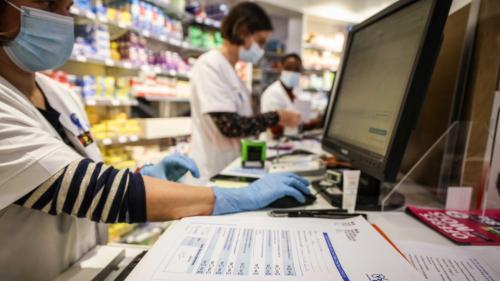 DIRECT. Covid-19 : la vente d'autotests en pharmacie autorisée par arrêté