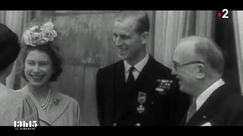 """C'est une toute jeune princesse francophile, mariée depuis un an au prince Philip, qui arrive à Paris en ce mois de mai 1948. Et la France tombe sous le charme… Extrait du magazine """"13h15 le dimanche"""" du 11 avril 2021."""
