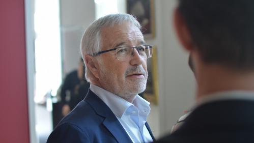 """Covid-19 : si les élections n'ont """"pas lieu en juin, alors que les conditions de vie le permettent"""", ce sera """"un échec démocratique"""", selon le maire de Dijon"""