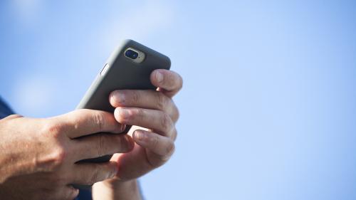 Image de couverture - Le smartphone, support préféré des Français pour la lecture de livres électroniques