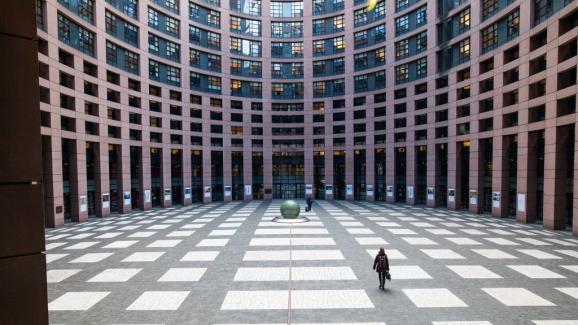 La cour intérieure du bâtiment du Parlement européen à Strasbourg.