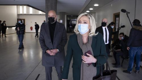 Jugés pour avoir diffusé des photos d'exactions du groupe Etat islamique, Marine Le Pen et Gilbert Collard ont été relaxés