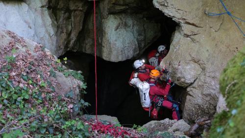 Doubs: un spéléologue secouru après 48 heures passées sous terre