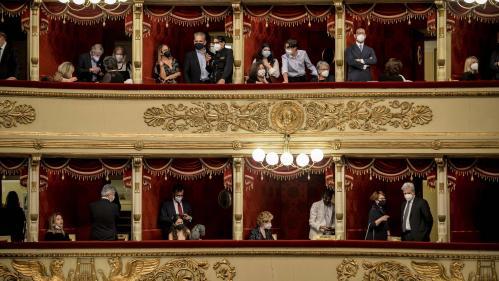 Après six mois de silence, la Scala de Milan sous les ovations de son public