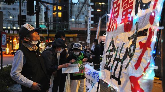 12 mai 2021. Fukushima, Japon. Des manifestants protestent contre la proposition de la compagnie d\'électricité de Tokyo (TEPCO) qui a annoncé qu\'elle allait rejeter dans l\'océan Pacifique plus d\'1 million de tonnes d\'eau contaminée.