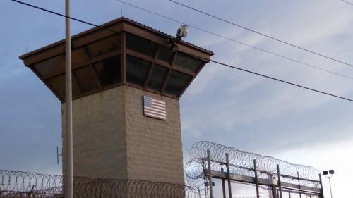 Etats-Unis : la Maison Blanche approuve la libération de trois détenus de Guantanamo