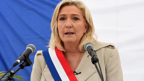 Marine Le Pen, présidente du Rassemblement national, prononce un discours lors d'une cérémonie marquant le 76e anniversaire de la fin de la Seconde Guerre mondiale, le 8 mai 2021, à Henin-Beaumont (Pas-de-Calais).