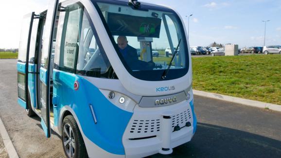 Autonome Kabine, das autonome Shuttle Keolis Navya, fahrerlos, mit 100% elektrischem Antrieb.  Chateauroux 20. Februar 2020.