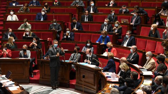 Séance de questions au gouvernement à l'Assemblée nationale le 25 mai 2021, avec une jauge de 50% de députés présents