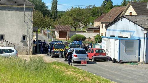 DIRECT. Dordogne : l'homme armé en fuite au Lardin-Saint-Lazare a été repéré, l'opération se poursuit