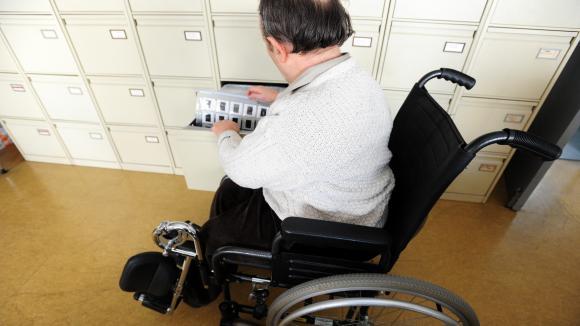 Emploi : la prime pour l'embauche d'une personne handicapée est reconduite. Un handicapé sur son lieu de travail. Photo d'illustration.