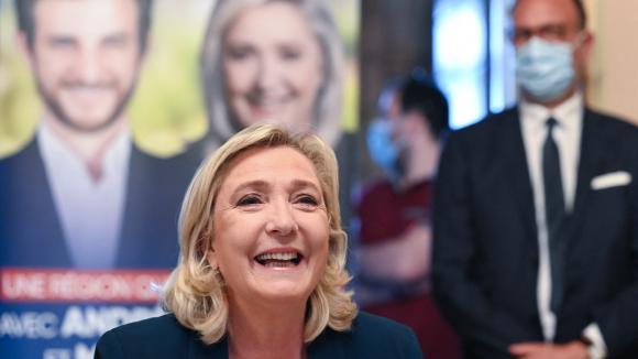 Marine le Pen lors d'un déplacement à Saint-Chamond pour soutenir le candidat RN aux élections régionales, le 3 juin 2021.