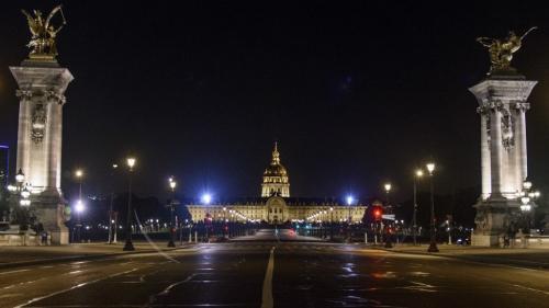 """La préfecture de Policedit avoir évacué """"une soirée festive regroupant plusieurs centaines de participants au mépris des règles sanitaires"""" vendredi soir dans le 7ème arrondissement de la capitale."""