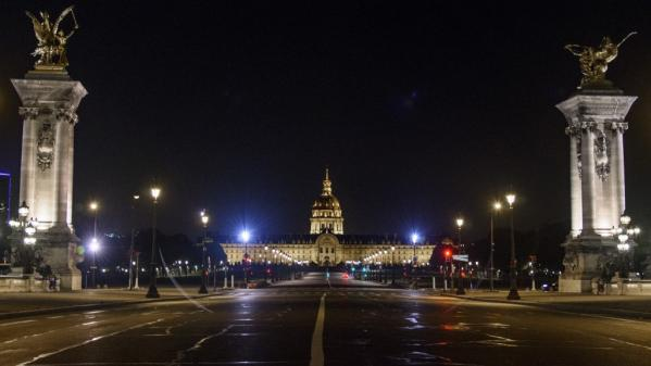 """La préfecture de Policedit avoir évacué """"une soirée festive regroupant plusieurs centaines de participants au mépris des règles sanitaires"""" vendredi soir dans le 7e arrondissement de la capitale."""