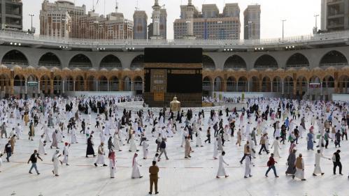 Covid-19 : l'Arabie saoudite va autoriser le pèlerinage à La Mecque pour 60 000 personnes vaccinées et résidant sur le territoire