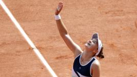 Image de couverture - Roland-Garros 2021 : vainqueure en double, Barbora Krejcikova devient la septième joueuse à s'offrir le doublé