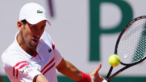 Image de couverture - Roland-Garros 2021 : Djokovic remercie un jeune fan (et coach) en lui donnant sa raquette