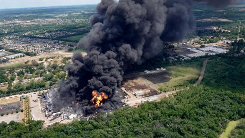 Etats-Unis : une usine de produits chimiques Lubrizol prend feu, les habitants des environs évacués