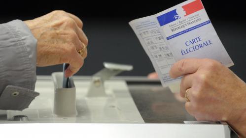 """Régionales : les partis se préparent pour la nuit des """"grandes manœuvres"""""""