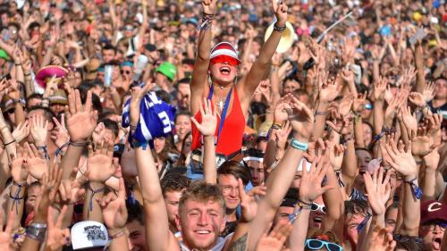 Le festival des Vieilles Charrues en juillet se tiendra bien avec un public debout