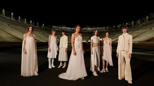 """Image de couverture - Le """"retour aux sources"""" de la maison Dior en Grèce pour sa collection Croisière 2022"""