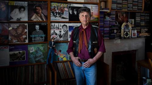 """Image de couverture - """"Je parle en poids car c'est plus facile"""": Robert Lacire, l'homme aux 21 tonnes de vinyles"""