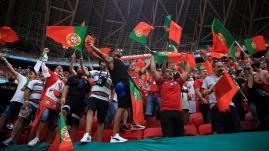 """Image de couverture - Portugal-France : """"Personne ne nous fait peur"""", préviennent les supporters lusitaniens avant d'affronter les Bleus"""
