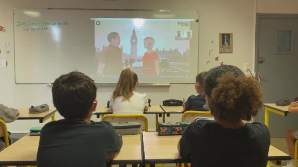 """Dans l'Aveyron, les élèves du collège Saint-Joseph à Rodezont réalisé un""""serious game"""" interactifpour apprendre de façon amusante les heures en anglais. #IlsOntLaSolution"""