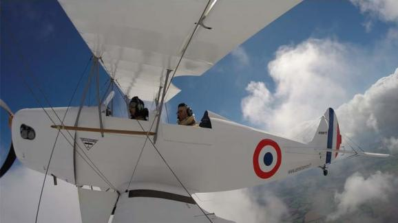 The Franco-Australian pilot takes you on board his biplane to discover the lands of Orne, between history, nature and architecture.