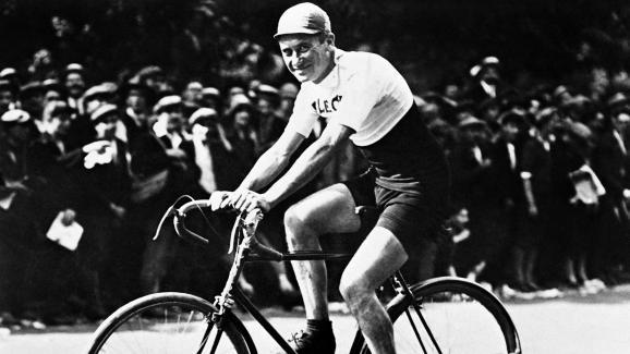 Foto tomada en la década de 1920 del ciclista francés Henri Pélissier, ganador de la carrera ciclista del Tour de Francia de 1923.
